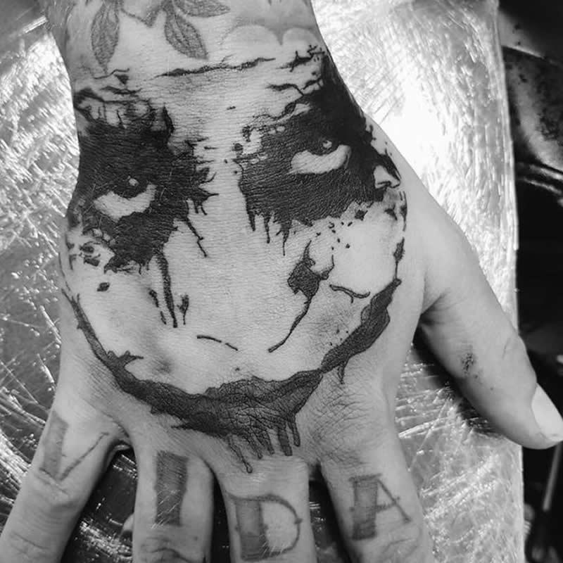 tattoo_hand_zw